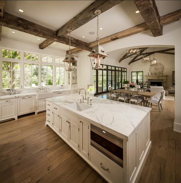 plan-de-travail-en-marbre-intérieur-loft-spacieux
