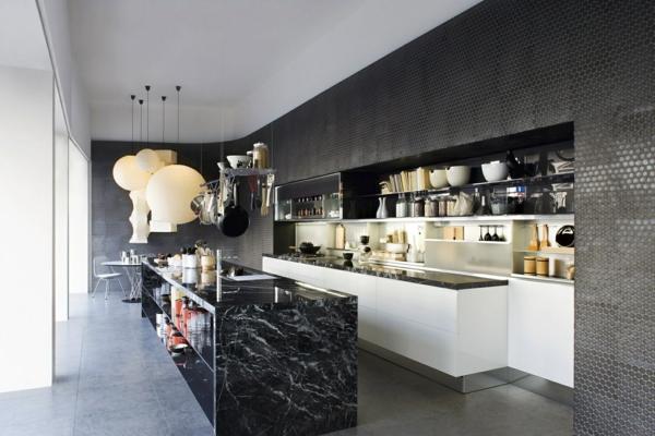 Cuisine moderne orange avec marbre galaxie noir - Plan de travail cuisine marbre ...
