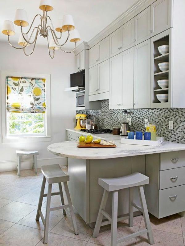 plan-de-travail-en-marbre-placards-blancs-intégrés