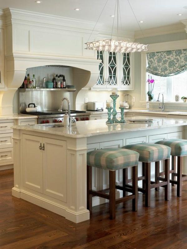 plan-de-travail-en-marbre-tabourets-vintage-suspension-rectangulaire
