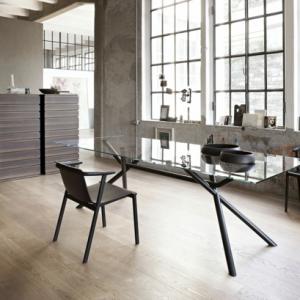 Le plateau de bureau en verre pour votre office à la maison