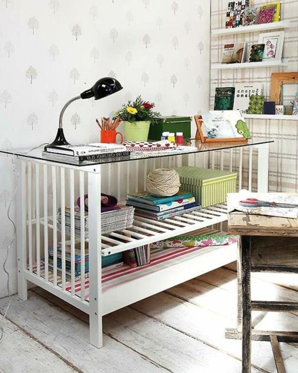 plateau-de-bureau-en-verre-un-bureau-de-lit-bébé