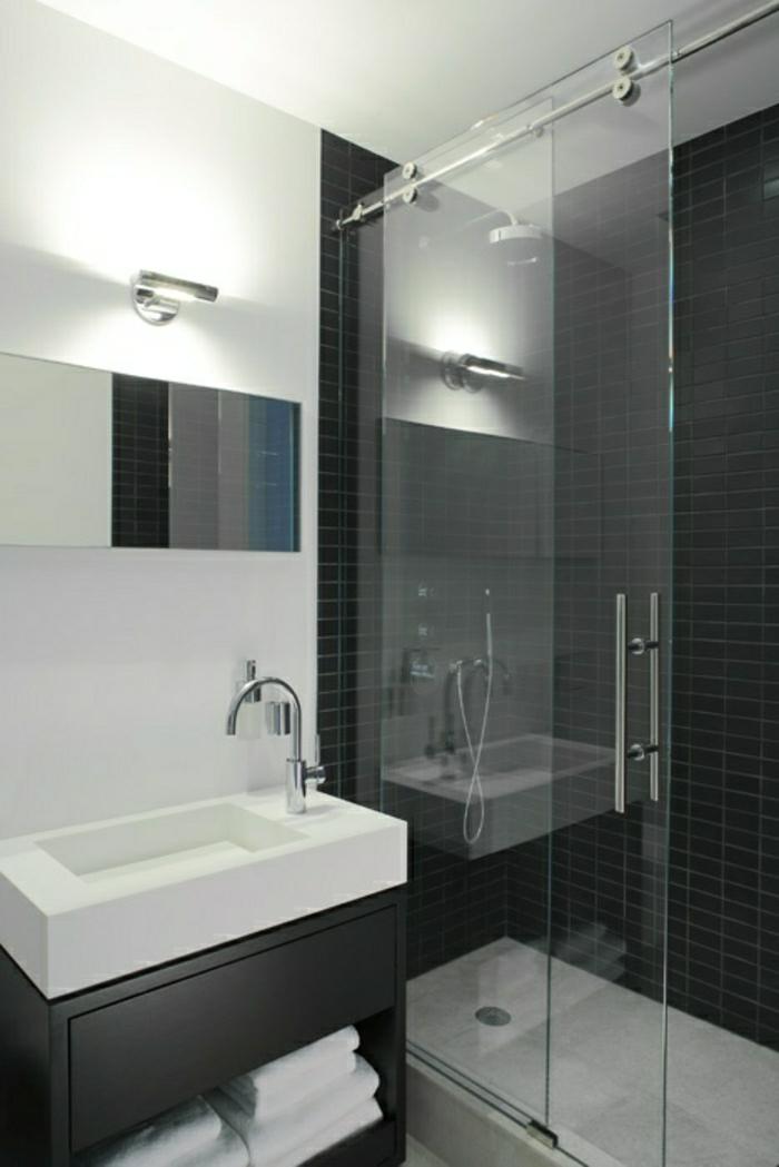 porte-coulissante-en-verre-salle-de-bain-carrelage-noir-lumière