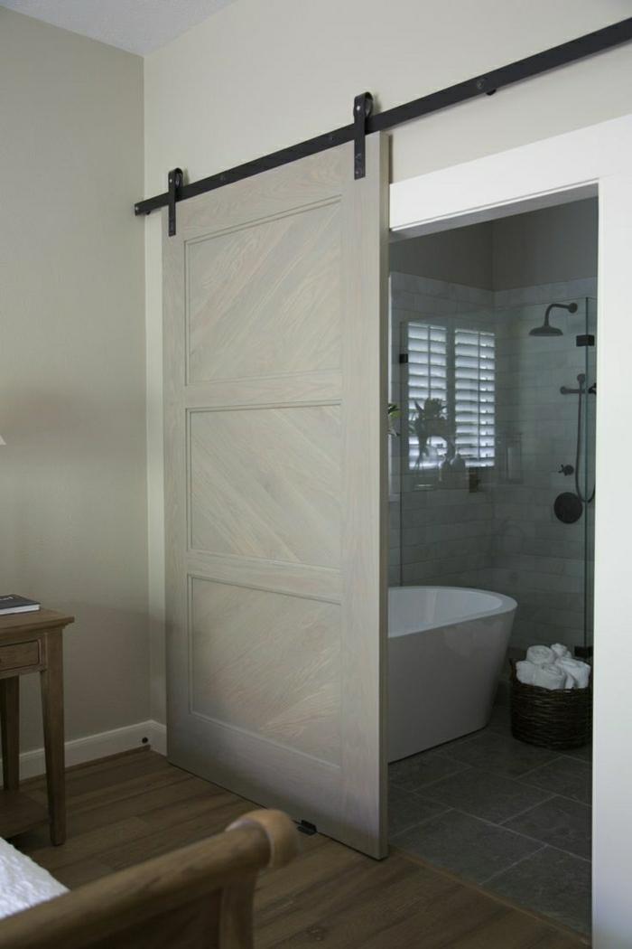 beautiful salle de bain avec une porte en bois coulissante de couleur gris with placard suspendu. Black Bedroom Furniture Sets. Home Design Ideas