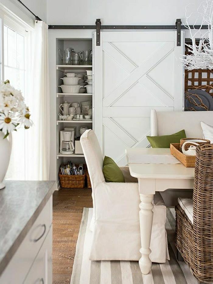 La porte coulissante en 43 variantes magnifiques for Placard pour salle a manger