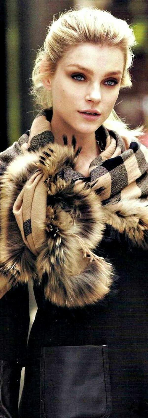 porter-burberry-écharpe-tenue-furrure