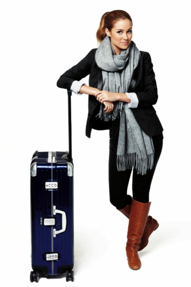 qu-est-ce-qu-il-y-a-dans-ma-valise-jolie-femme