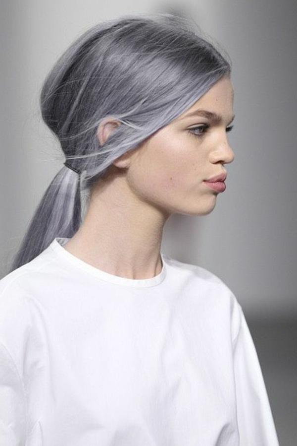 quelle-couleur-de-cheveux-femme-avec-cheveux-gris-mode-insolite