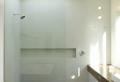 Le receveur de douche extra plat – élégance pour la salle de bains