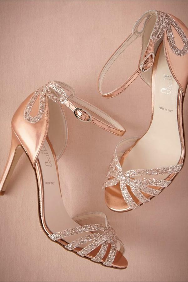 robe-de-mariée-princesse-en-rose-chaussures
