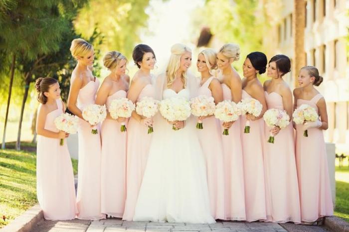 robe-demiselle-de-honneur-rose-bouquet-de-mariée