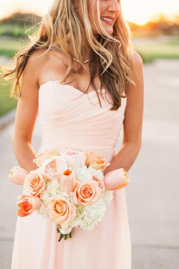 robes-pour-une-mariage-rose-de-princesse-bouquet-mariée