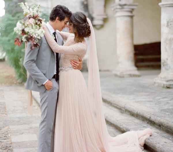 robes-pour-une-mariage-rose-de-princesse-couple