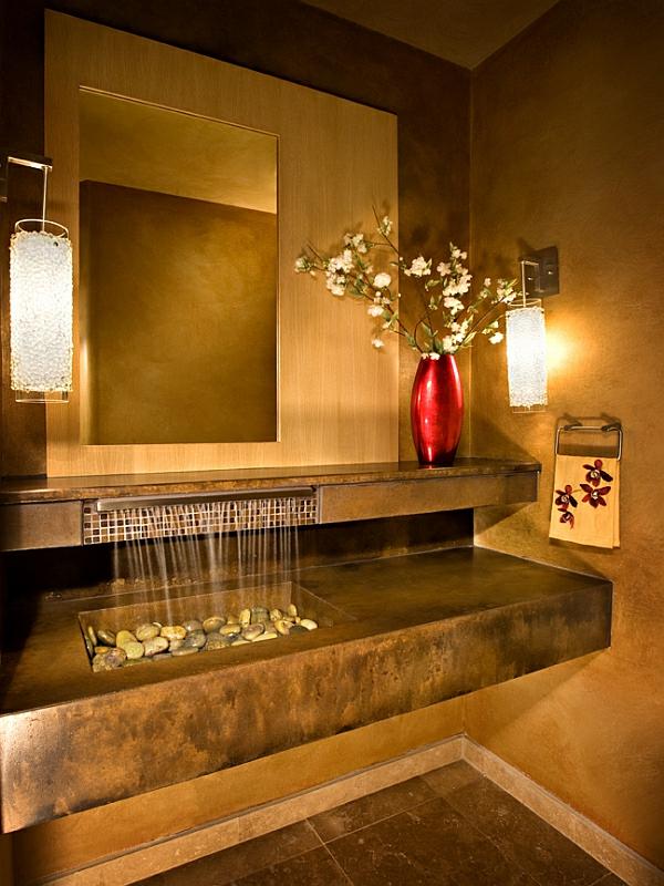 robinet-cascade-dans-une-salle-de-bains-super-luxueuse