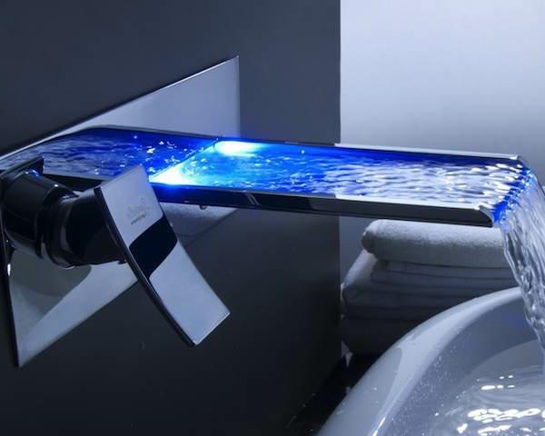 robinet-cascade-design-rectangulaire-mitigeur-long