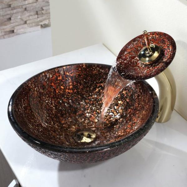 robinet-cascade-en-matériau-intéressant