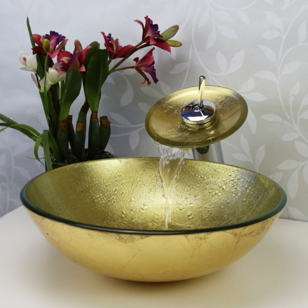 robinet-cascade-et-lavabo- en-verre-trempé