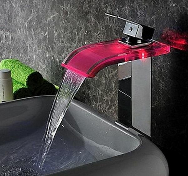 robinet-cascade-illuminé