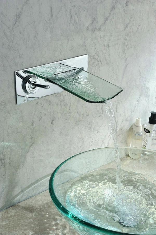 robinet-cascade-monté-au-mur-fait-en-glace