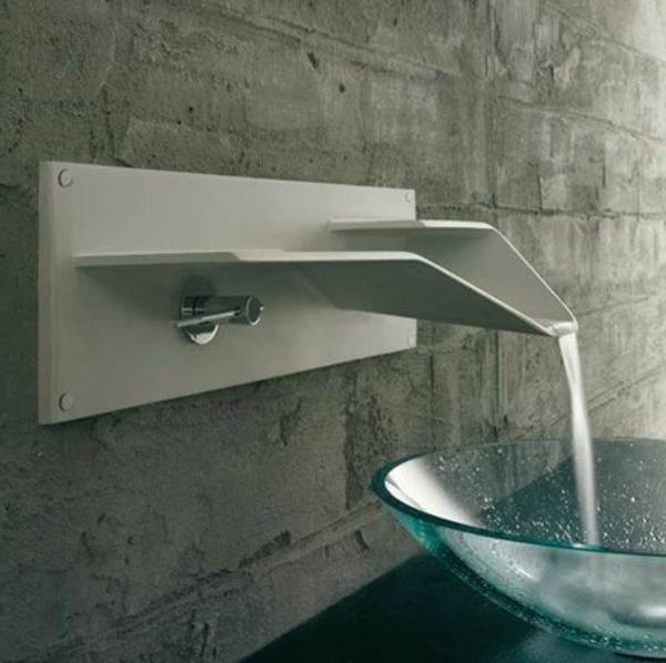 robinet-cascade-mur-en-béton