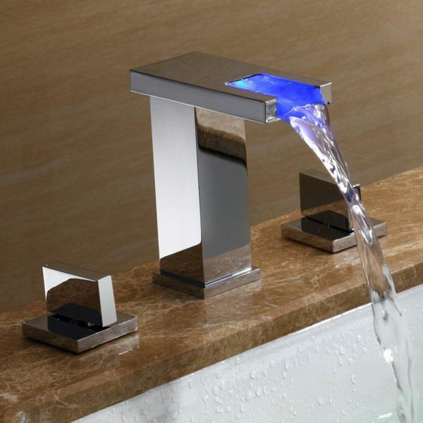 robinet-cascade-stylé-avec-éclairage