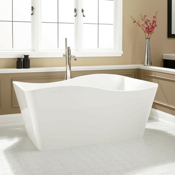 robinetterie-de-baignoire-autoportante-et-baignoire-blanche