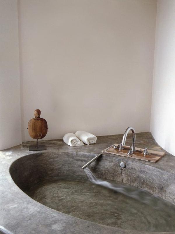robinetterie-de-baignoire-baignoire-en-béton-originale