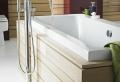 La robinetterie de baignoire pour la salle de bains moderne