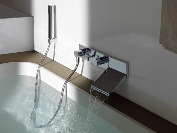 La robinetterie de baignoire pour la salle de bains moderne - Baignoire douche design ...
