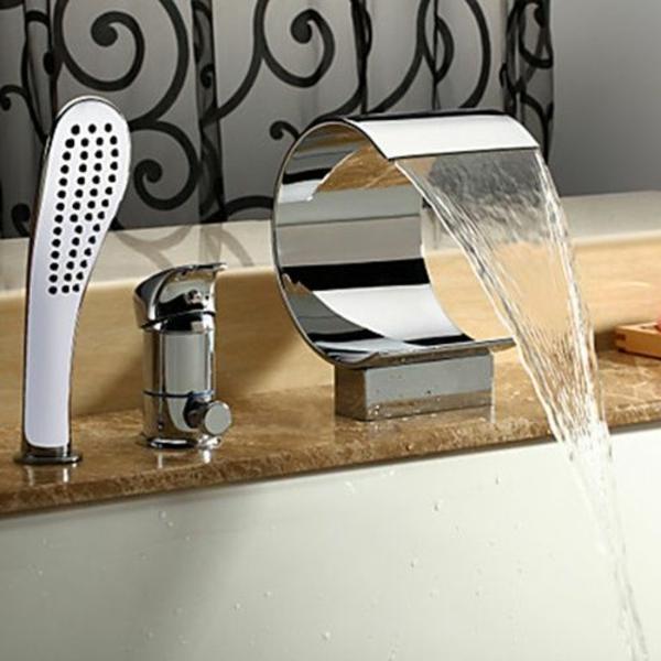 La robinetterie de baignoire pour la salle de bains - Mitigeur baignoire cascade ...