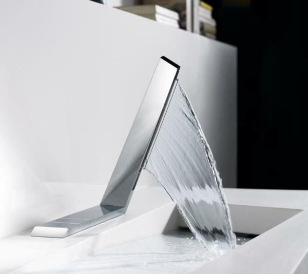 la robinetterie de baignoire pour la salle de bains moderne. Black Bedroom Furniture Sets. Home Design Ideas