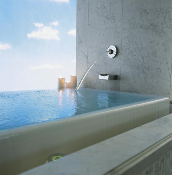La robinetterie de baignoire pour la salle de bains moderne for Robinetterie salle de bain cascade