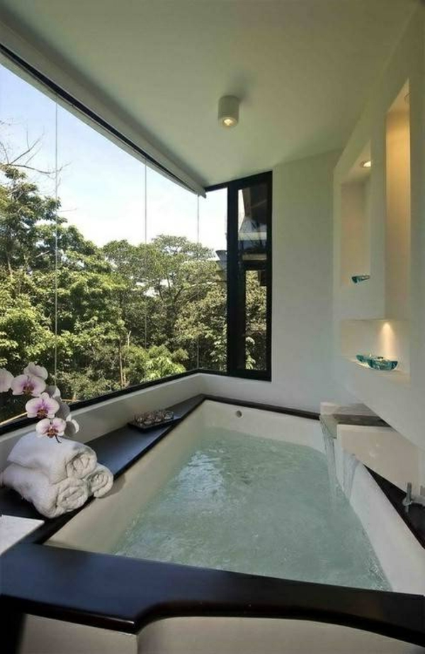 La robinetterie de baignoire pour la salle de bains moderne - Monter une baignoire ...