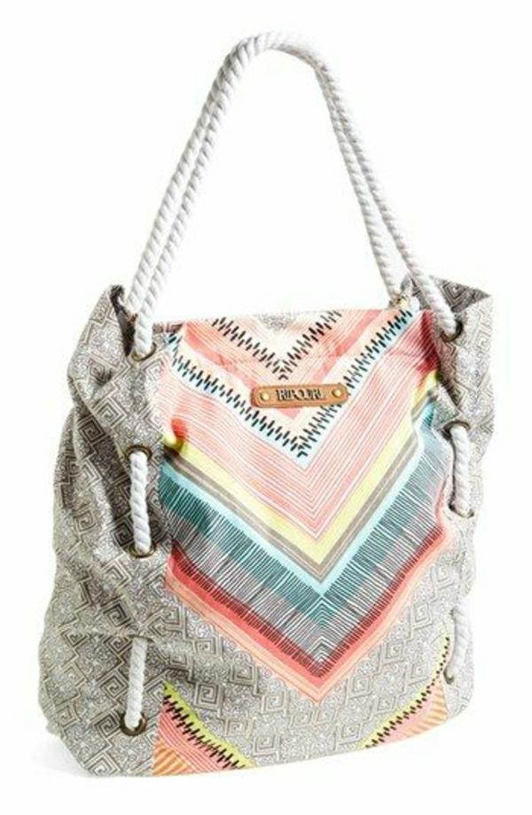 sac-de-plage-coloré-en-tissu-gris-rose-bleu-rose