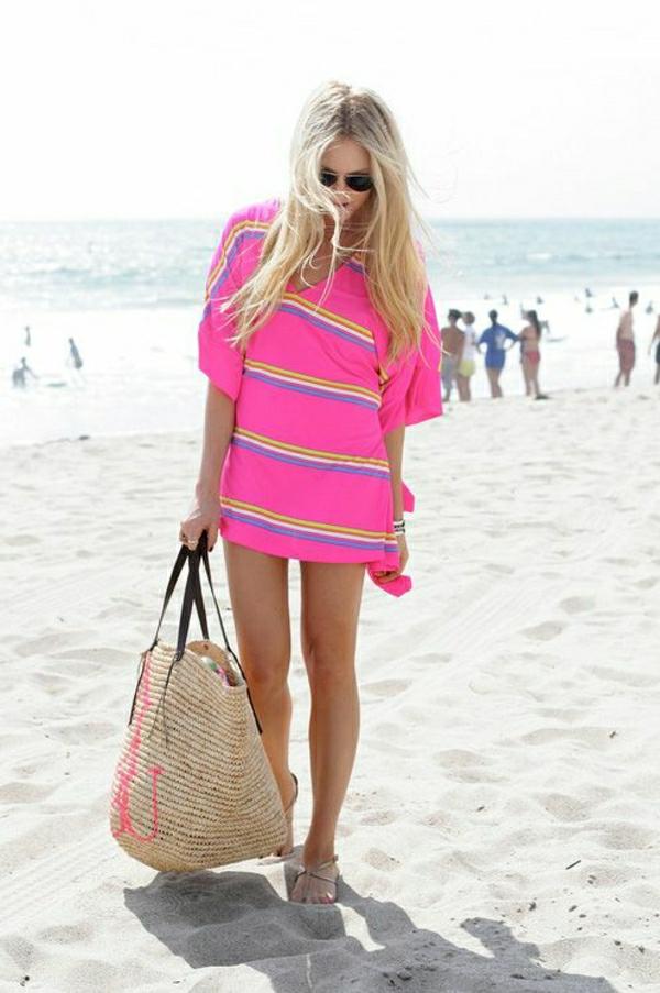 sac-de-plage-en-paille-beige-tenue-coloré-de-plage