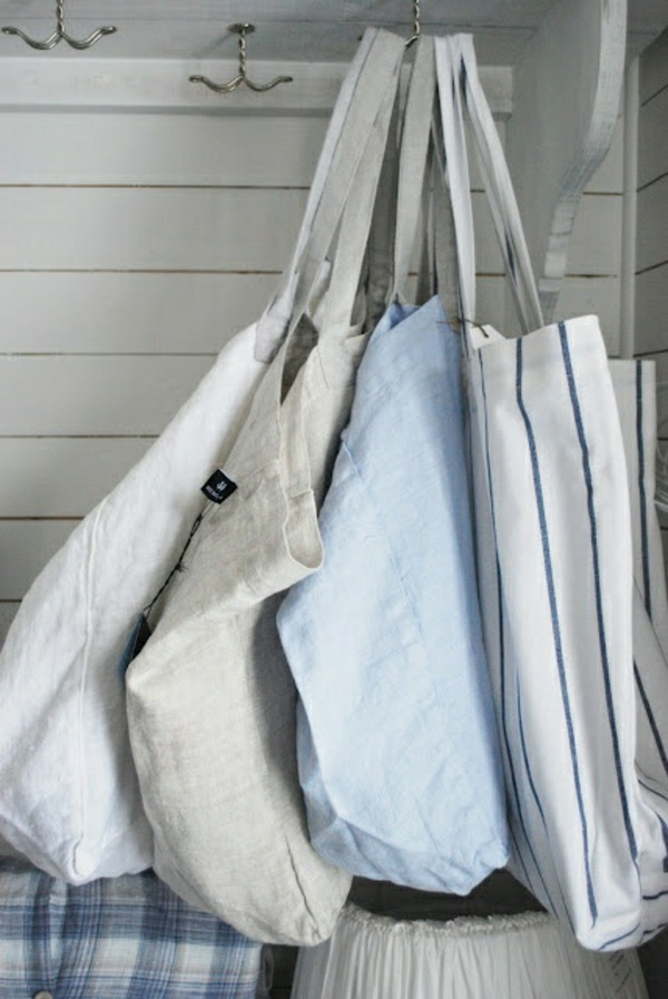 sac-de-plage-en-tissu-bleu-beige-femme-mode