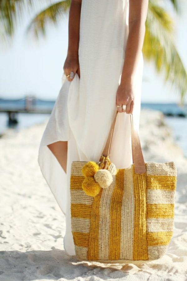 sac-de-plage-rayure-beige-jaune-robe-de-plage-blanc