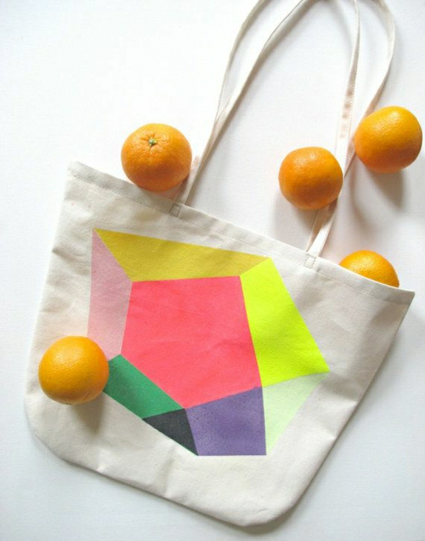 sac-de-plage-sac-en-tissu-de-plage-sac-a-main-femme-blanc-coloré-oranges