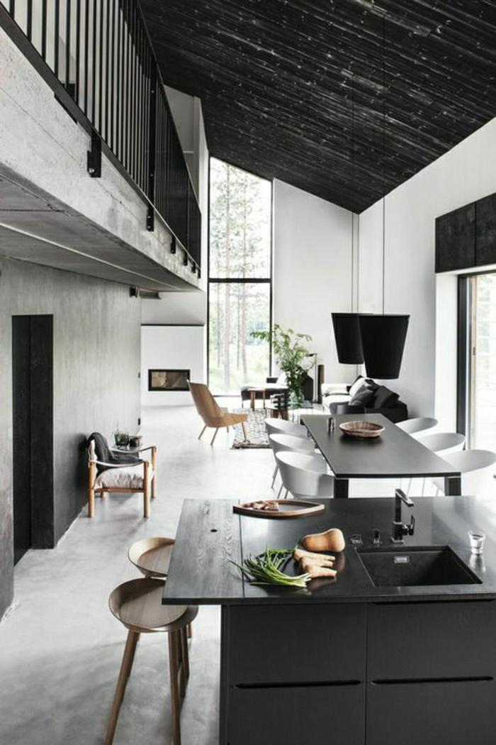 salon-atelier-espace-vaste-salle-de-séjour-cuisine-table-noir-plafond-sous-pente-atelier