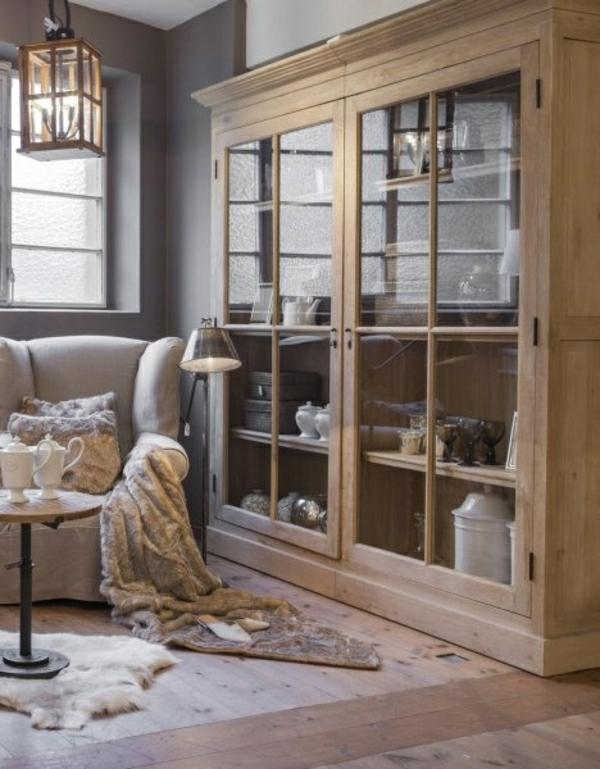 salon-cocooning-de-style-rustique-bibliothèque-en-bois-et-verre-parquet-canapé=beige