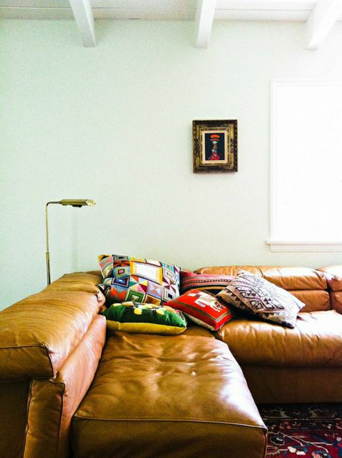 salon-en-cuir-canapé-en-cuir-canapé-tapis-coloré-peinture