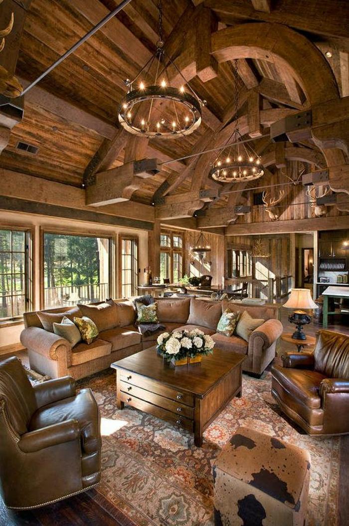 salon-en-cuir-table-en-bois-fleurs-fenetre-plafond-en-bois-canapé-en-cuir