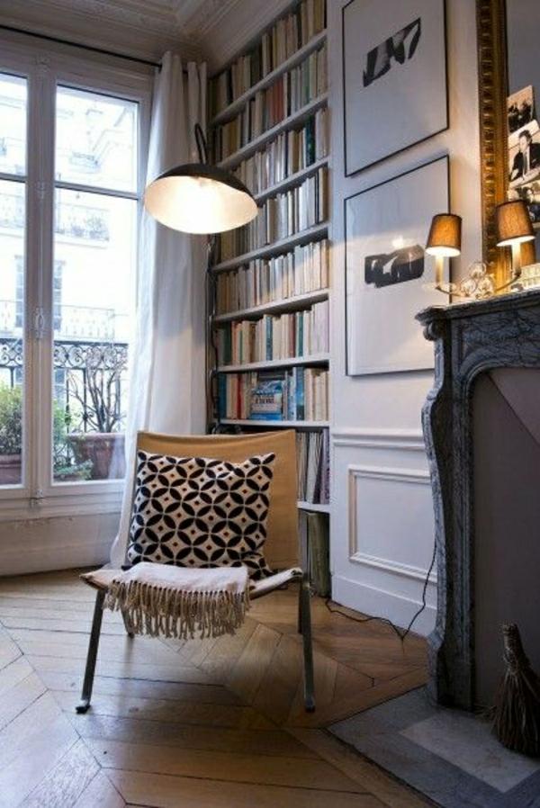 salon-vintage-sol-en-parquet-bois-fenetre-grande-livres-bibliothèque-cheminée