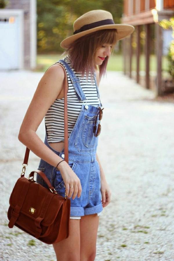 salopette-denim-t-shirt-blanc-aux-rayures-blanc-noir-femme-mode-ete-2015