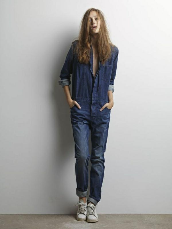 salopette-en-jean-long-sneakers-gris-femme-mode-brunette