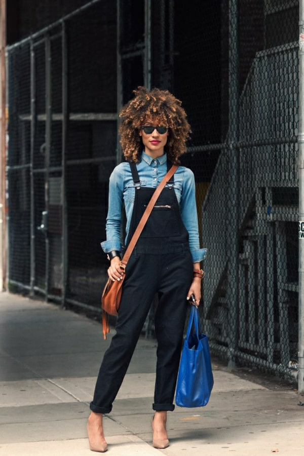 salopette-noir-femme-mode-sac-en-bleu-foncé