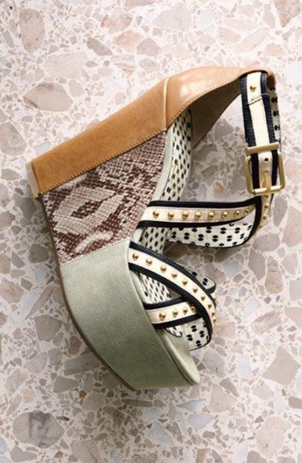 sandales-compensées-mode-gris-cuir-de-serpent