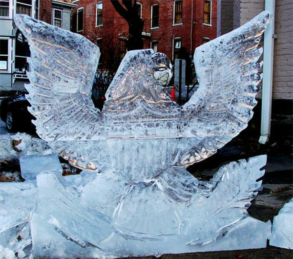 sculpture-de-glace-aigle-impressionnant