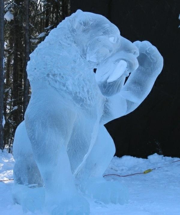 sculpture-de-glace-animal-énorme