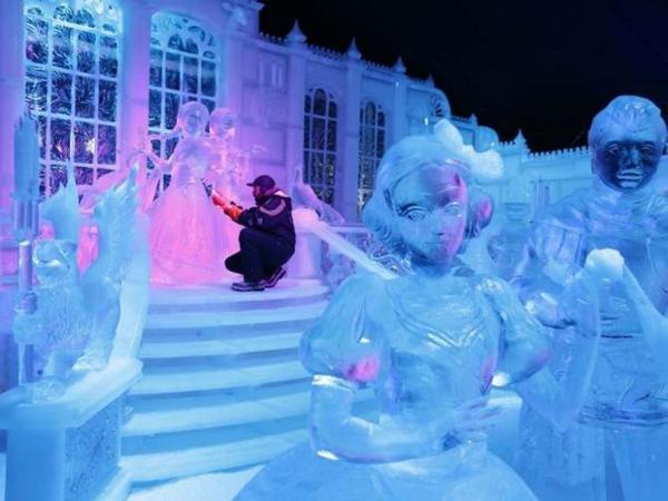 sculpture-de-glace-attractions-hivernales